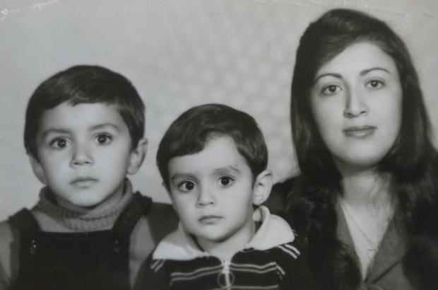 נויד טוביאן (כאן פרסית) עם אמא ואמיד