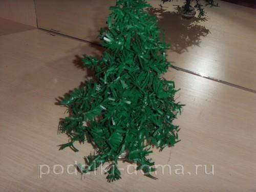 Árvore de Natal feita de mala ou sacos de plástico