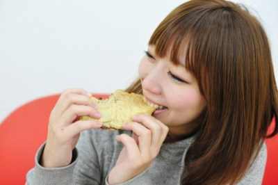 たいやきを食べる