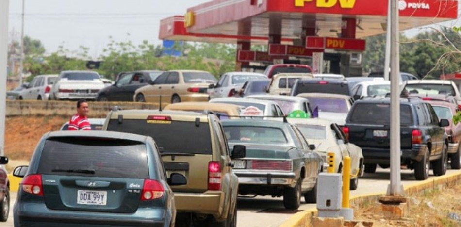 Resultado de imagen para filas de gasolina