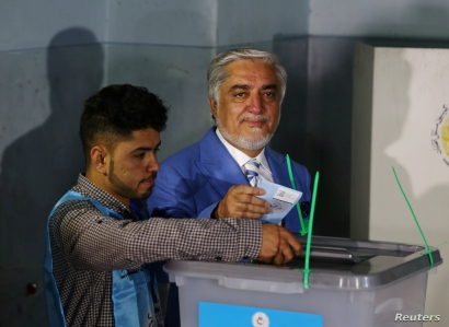 Afghan presidential candidate Abdullah Abdullah casts his vote at a polling station in Kabul, Afghanistan, Sept. 28, 2019.