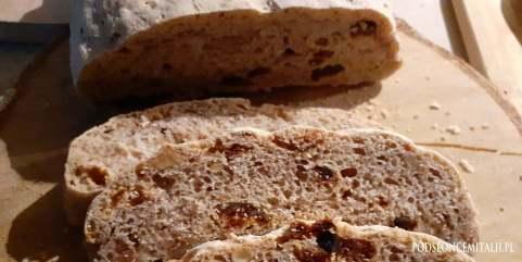Chlebek z suszonymi figami, rodzynkami i orzechami włoskimi prosto z Doliny Aosty