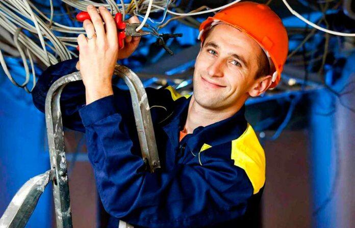 Что нужно знать, чтобы найти работу электриком