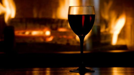 red-wine-and-fireplace1366x76849288