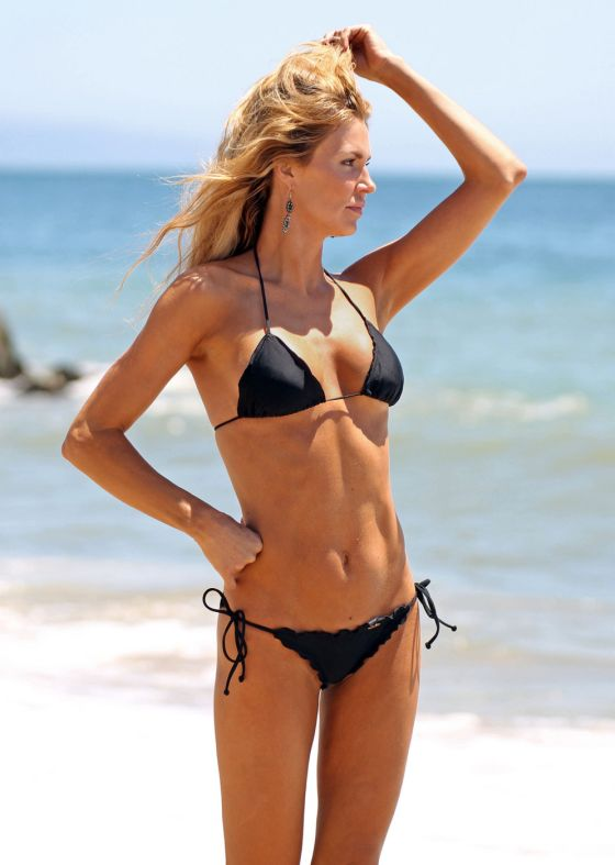 brandi-glanville-bikini-beach-2011-3