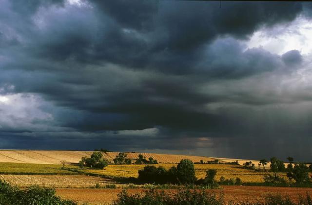 Un orage au mois daot  Pomes en Provence