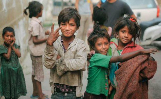 नए इलाके में-अरुण कमल (Naye Ilake Me Poem Summary in Hindi Class 9)