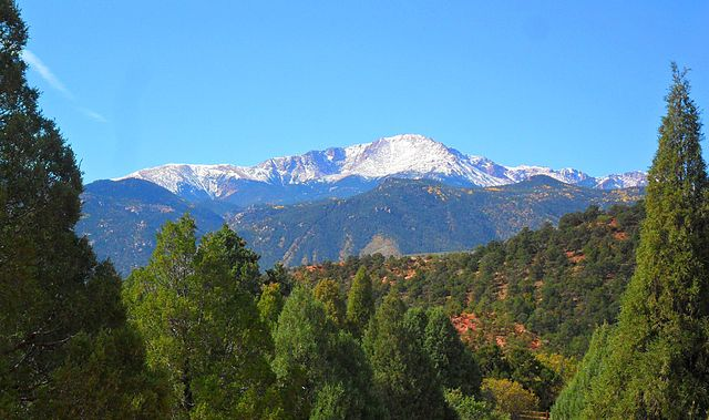 Pikes Peak By Hogs555 - Own work, CC BY-SA 3.0, https://commons.wikimedia.org/w/index.php?curid=28582992
