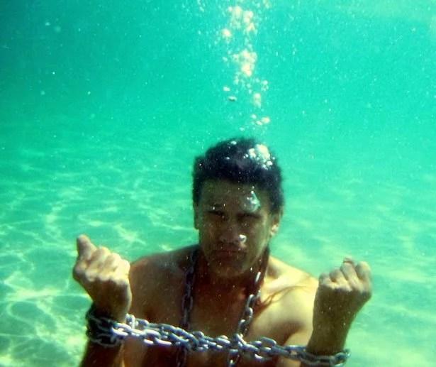 underwater-escape-act