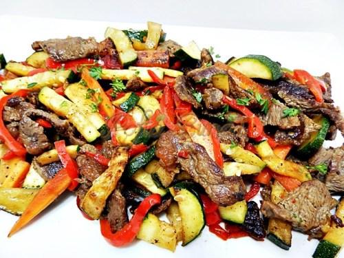 Sote de carne cu legume la tigaie