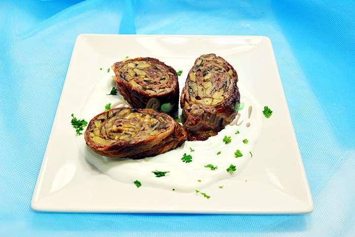 Rulouri-de-vitel-cu-ciuperci-si-sos-alb-pofta-buna-cu-gina-bradea (2)