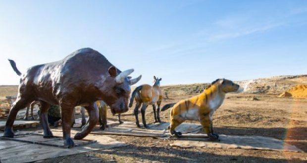 В пещеру «Таврида» привезли фигуры нескольких ископаемых животных