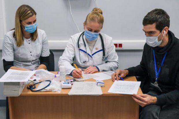 "В аэропорту ""Симферополь"" вакцинируют сотрудников от COVID-19"