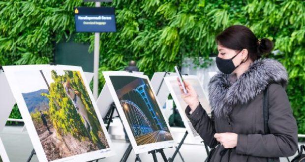 """В аэропорту """"Симферополь"""" презентовали фотовыставку, посвящённую годовщине Крымской весны"""