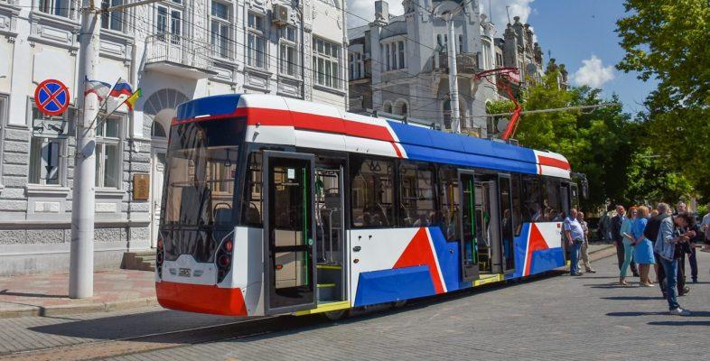 В Евпатории презентовали новый трамвай