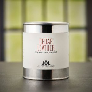 Cedar Leather Scented Candle