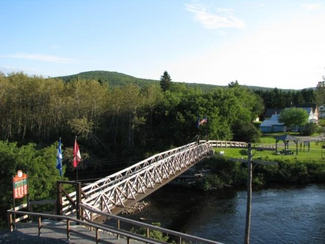 Petit pont international