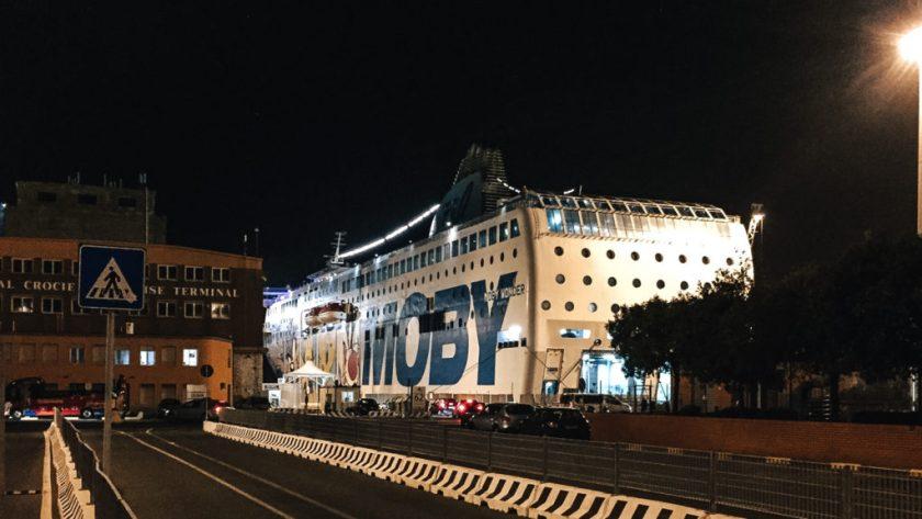 Trajekt Moby v přístavu