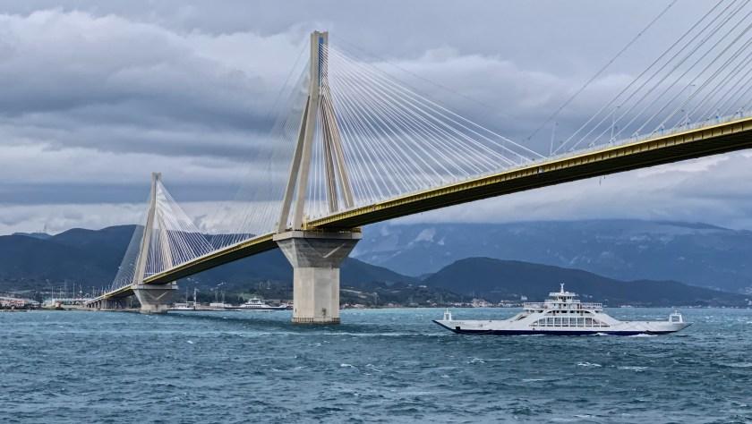 Putování po Řecku dodávkou - most Rio-Antirio z trajektu