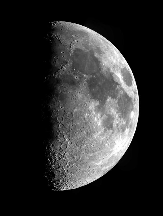 月齢8.4 Photo Y.Tomiyama 撮影地 糸島市 撮影日 2020.05.01