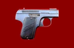 Το πιστόλι Pieper Bayard με το οποίο αυτοκτόνησε ο Καρυωτάκης.