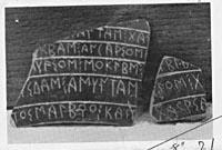 fragments de poteries corinthiennes inscrites en paléo-alphabet corinthien. Photo tirée de http://poinikastas.csad.ox.ac.uk.