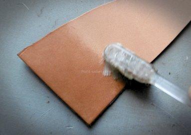 Appliquer une cire ou un ecaustique sur du cuir