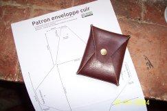 patron enveloppe en cuir libres et gratuit pour le travail du cuir et la maroquinerie sur patrons.point-sellier.com