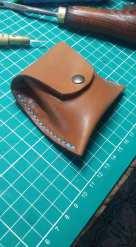patron porte monnaie trapèze à soufflet en cuir, un morceau de cuir et deux coutures