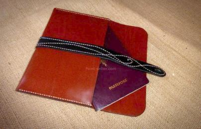 patron étui pour passeport en cuir accessoire de voyage pratique et élégant