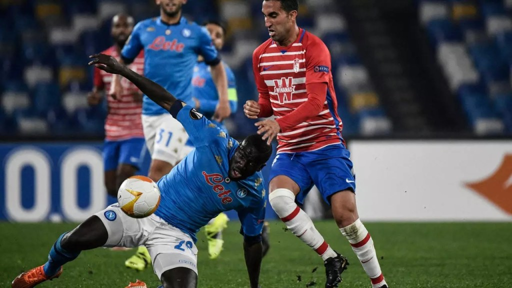 Naples chute Arsenal et Tottenham assurent