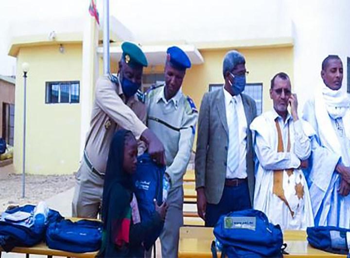 Distribution d'équipements scolaires aux élèves