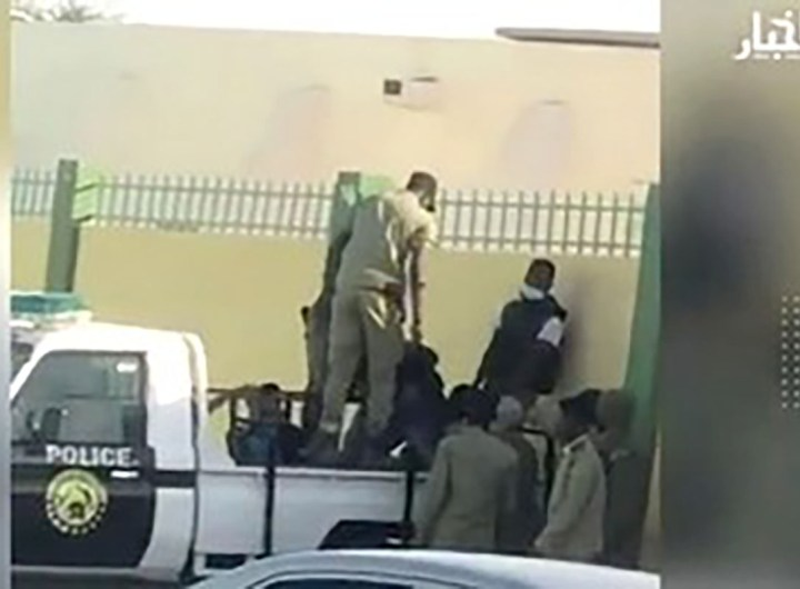 un policier gifle un étudiant mauritanien