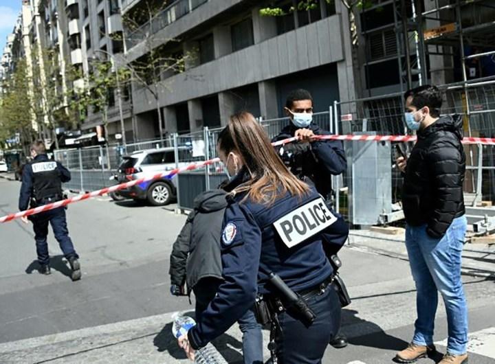 Coups de feu devant un hôpital à Paris, un mort et un blessé grave