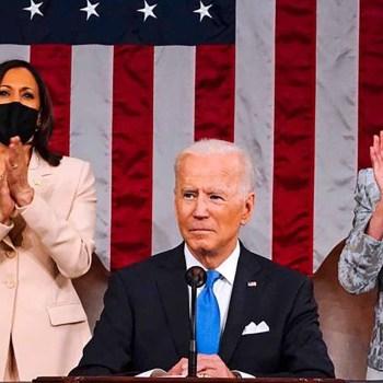 Face au Congrès, Joe Biden salue une Amérique retrouvée et vante ses réformes