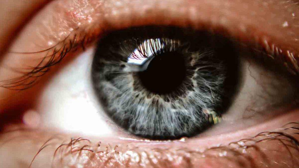Un patient aveugle a recouvré en partie la vue grâce à cette technique innovante