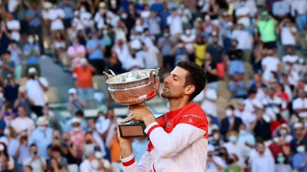 Roland-Garros : Djokovic renverse Tsitsipas et remporte son 19e Grand Chelem