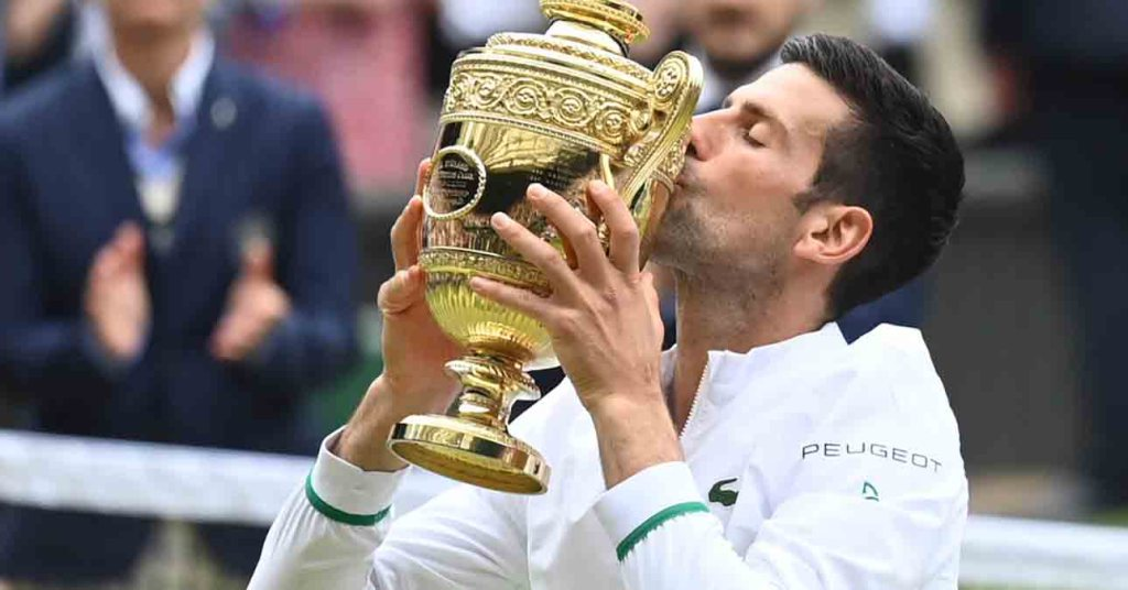 Novak Djokovic remporte Wimbledon, son 20e titre du Grand Chelem