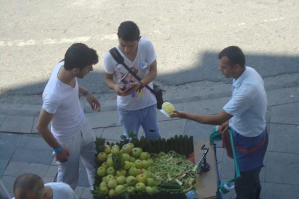 Istanbul apple carts