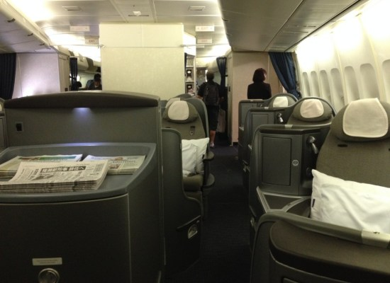 First Class Cabin 747 United Airlines Global First 747 Honolulu - Narita