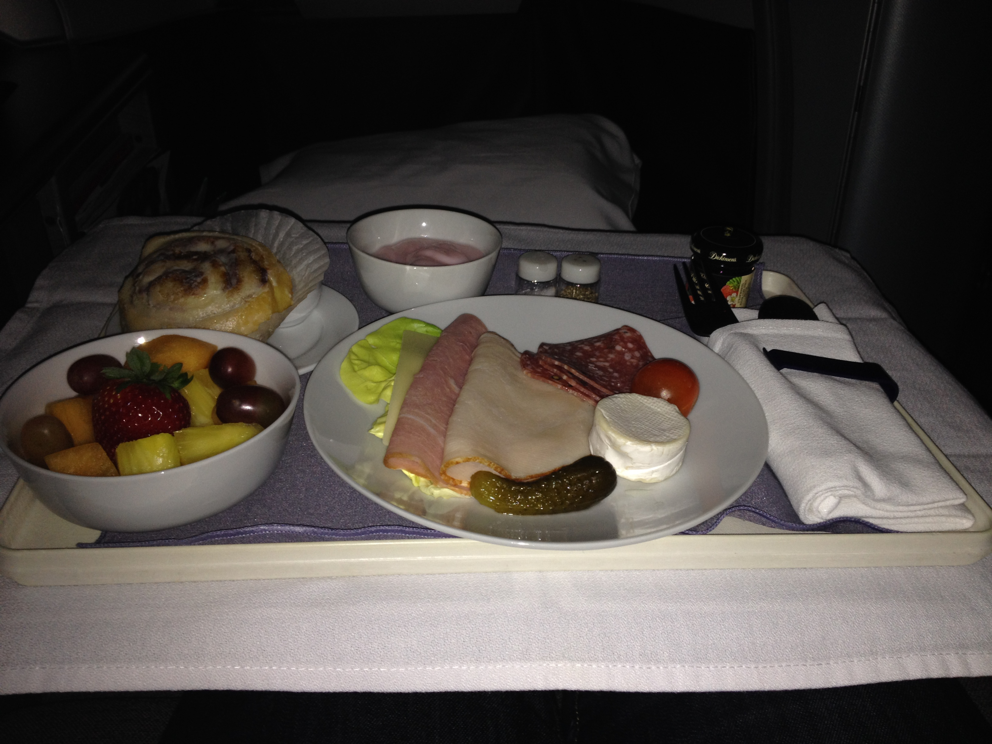 United Airlines Global First Class 747 Breakfast
