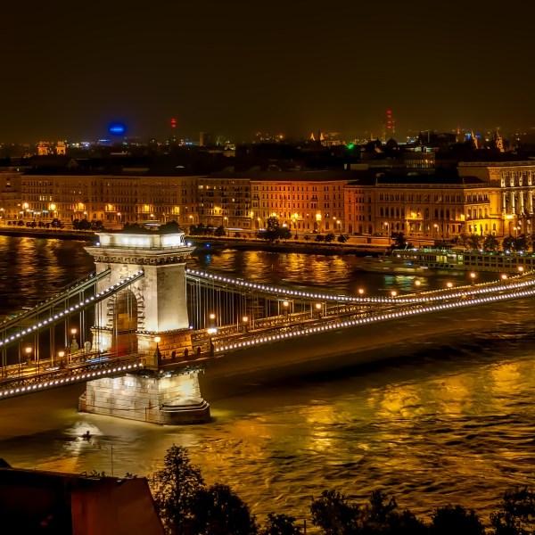 budapest-bridge-pointers-travel