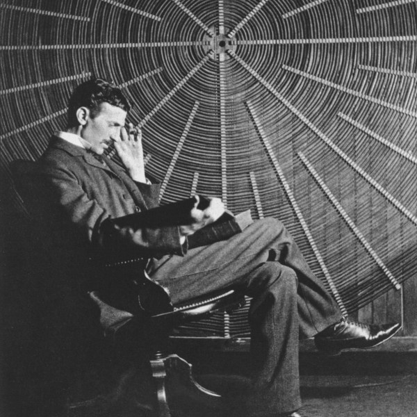 Nikola-Tesla-thinking-pointers-travel