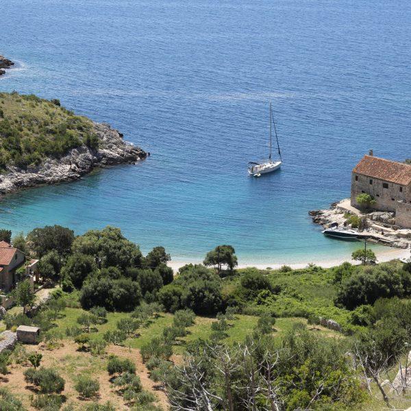 island-hvar-boat-pointers-travel