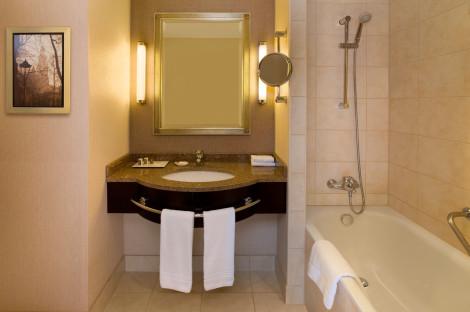 she1477gb-126883-Guestroom Bathroom