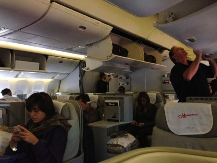 Alitalia B777-200ER Magnifica Business Class05