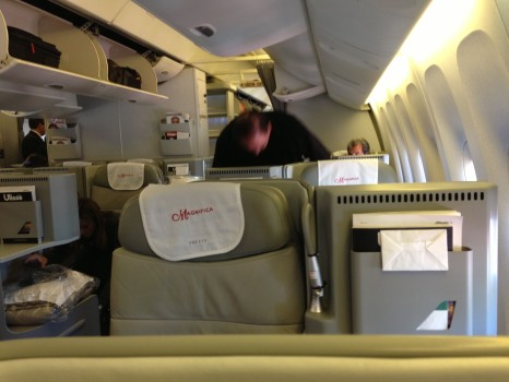 Alitalia B777-200ER Magnifica Business Class06