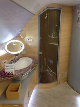 Emirates A380 First Class Shower13