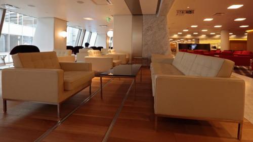 Qantas First Class LAX Lounge 4