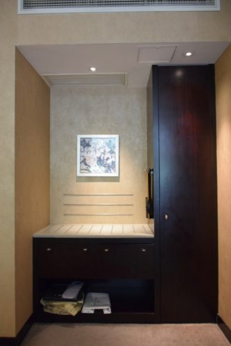 InterContinental Hong Kong Patio Room - Closet/Luggage Rack